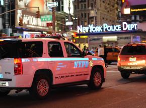 Nowy Jork: mężczyzna rzucił w policjantów wybielaczem i koktajlem Mołotowa
