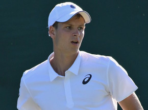 Tenis - ATP Dubaj: awans Hurkacza w deblu po kreczu rywali