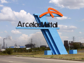 Włochy: mężczyzna zwolniony z ArcelorMittal za post na Facebooku