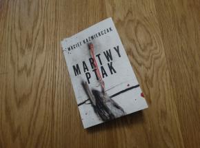 """Świetny """"Martwy ptak"""" Macieja Kaźmierczaka [RECENZJA]"""