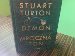 """""""Demon i mroczna toń"""": nowa powieść twórcy """"Siedmiu śmierci Evelyn Hardcastle"""" już w księgarniach"""