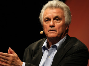 John Irving laureatem The Dayton Literary Peace Award