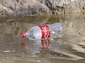 Które korporacje najbardziej zanieczyszczają środowisko plastikiem?