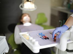 Los Angeles: oskarżono dentystę o napaści seksualne na pacjentów