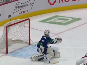 NHL: Canucks lepsi w meczu kanadyjskich drużyn