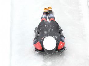 Skeleton - MŚ: Loelling na prowadzeniu po dwóch ślizgach