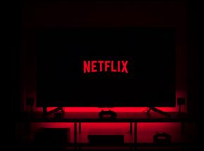 """Netflix podejmuje walkę z """"widzami na gapę"""""""