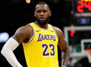 NBA: Lakers pokonali Nuggets, triple-double Jamesa