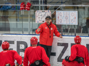 Hokej: wyzwania Kalabera - mistrzostwo Polski i awans na igrzyska w Pekinie