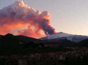 Włochy: ponowna erupcja wulkanu Etna spowodowała zamknięcie przestrzeni powietrznej