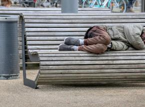Anglia: bezdomni objęci priorytetem szczepień przeciwko COVID-19