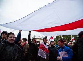 Hokej - MŚ: spór o białoruską flagę