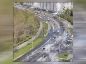 Moskwa: ulica zalana wrzącą wodą