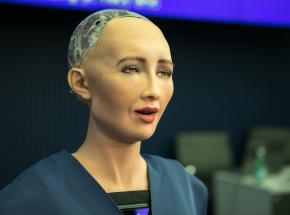 Robot Sophia trafi do sprzedaży