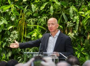 Jeff Bezos rezygnuje ze stanowiska dyrektora generalnego spółki Amazon