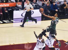 NBA: Bucks kontynuują serię zwycięstw, pokonując Clippers