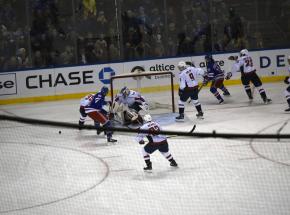 NHL: Rangers gromią Flyers, pierwsza porażka Suttera za sterami Flames