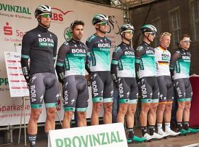 Kolarstwo: wypadek z udziałem kolarzy grupy Bora-Hansgrohe