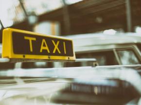 Warszawa: taksówkarz zaatakowany nożem przez 18-latka