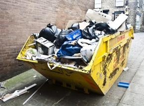 Australia: 13-latek zmiażdżony przez śmieciarkę