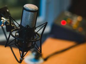 """""""The Bystanders"""" - podcast z morderstwem w tle"""