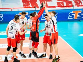 PlusLiga: Resovia piątą drużyną sezonu, Trefl na kolanach