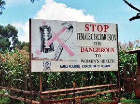 Egipt: rząd zatwierdził wzrost kary za okaleczanie żeńskich narządów płciowych