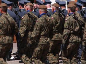 Warszawa: akt oskarżenia wobec dwóch wykładowców WAT po śmierci podchorążego