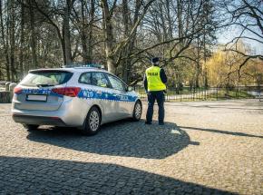 Śląskie: 88-latek wjechał w cmentarną alejkę i uszkodził 22 nagrobki