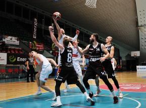 Koszykówka - Suzuki 1LM: Czarni wciąż bez porażki u siebie, wyrównany mecz w Kłodzku