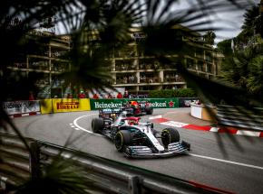 Formuła 1: Bolidy RedBulla i Ferrari najszybsze podczas czwartkowych treningów