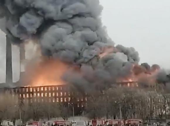 St. Petersburg: pożar fabryki Newska Manufaktura