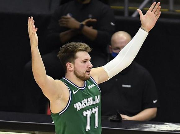 NBA: zwycięstwo 76ers, pojedynek Doncicia i Curry'ego