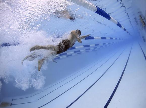 Mazowieckie: tragedia na pływalni. Nie żyje 25-latek