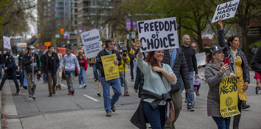 Protesty we Francji i Włoszech przeciwko obostrzeniom związanym z pandemią
