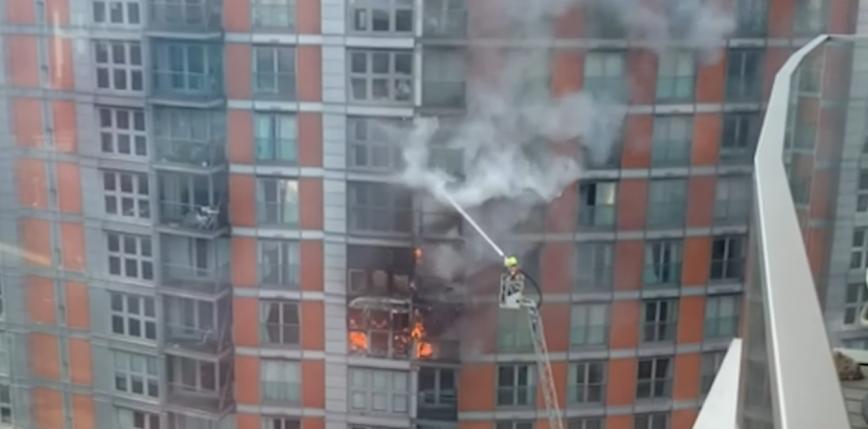 Londyn: pożar 19-piętrowego bloku mieszkalnego