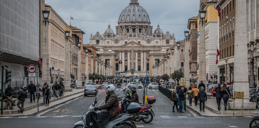 Watykan: kary za odmówienie przyjęcia szczepionki