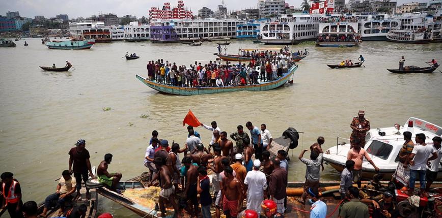 Bangladesz: w wyniku zderzenia promu ze statkiem towarowym zginęło co najmniej 26 osób