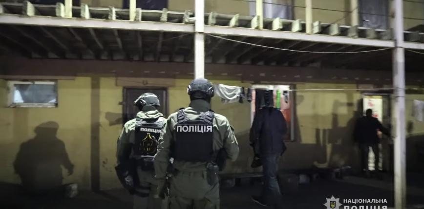 Ukraina: kijowscy policjanci uwolnili 120 osób z niewolniczej pracy