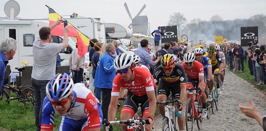 Paryż-Roubaix: Sonny Colbrelli zwycięzcą deszczowej edycji