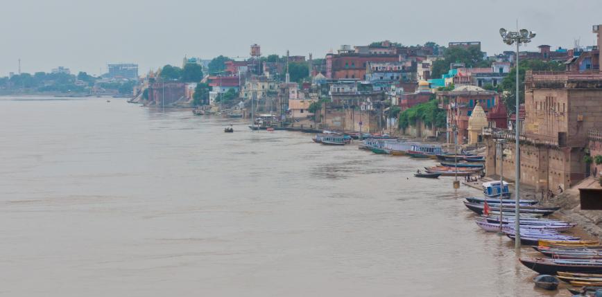Indie: dziesiątki ciał znalezione na brzegach Gangesu