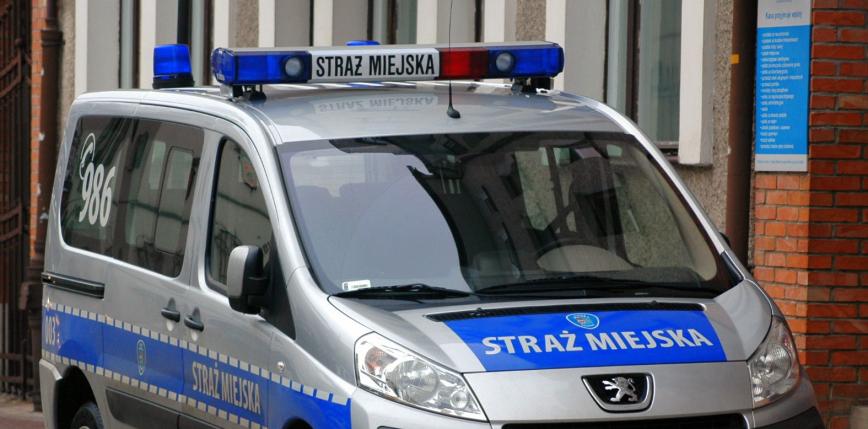 Warszawa: mężczyzna ugryzł strażnika miejskiego, powiedział, że jest nosicielem HIV