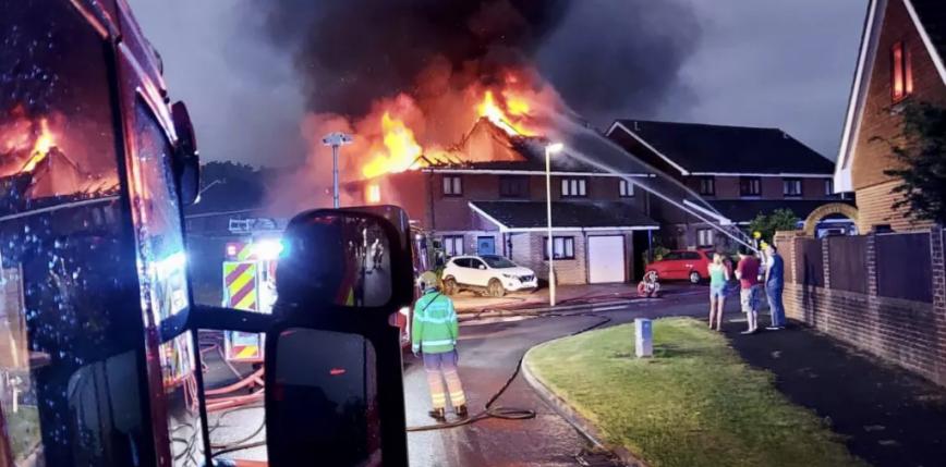 Wielka Brytania: gwałtowne burze, zniszczone domy w Hampshire