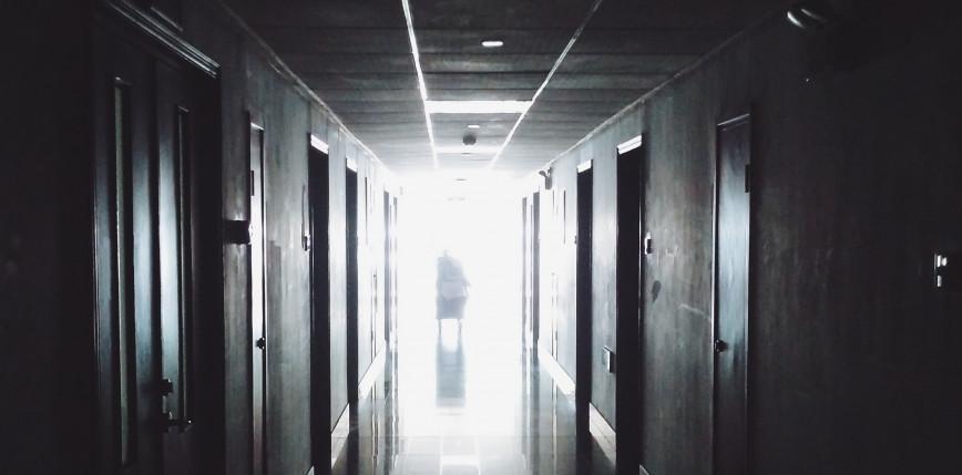 Rosja: sprawa karna w związku z zaniedbaniem niepełnosprawnej nastolatki w internacie