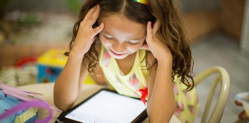 Migający ekran pomocny podczas nauki czytania