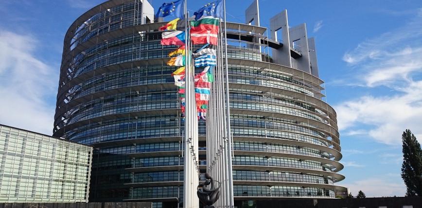 Europarlament zagłosował za wydawaniem certyfikatów COVID-19