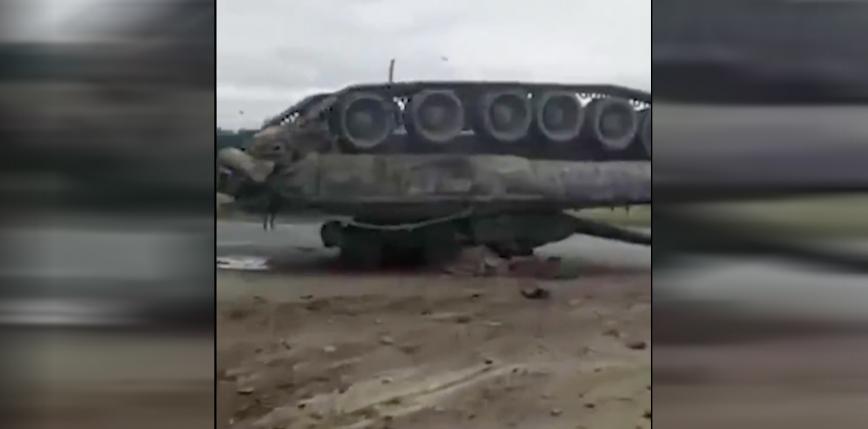 Rosja: przewrócony czołg zablokował drogę