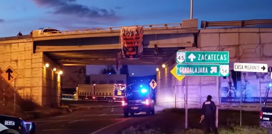 Meksyk: znaleziono dwa półnagie ciała zwisające z mostu