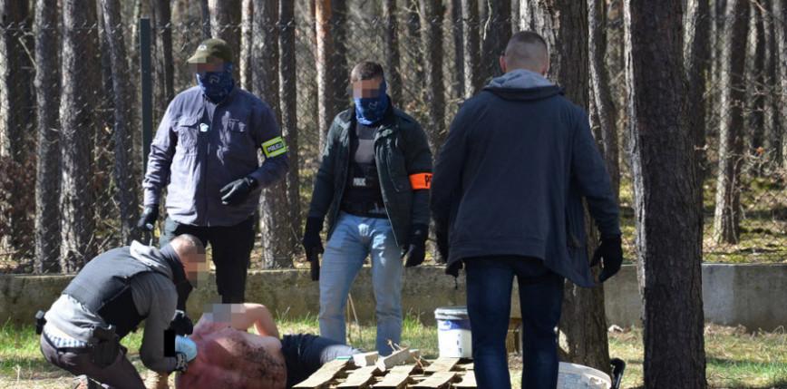 Mazowieckie: zatrzymano mężczyznę, który atakował przypadkowych ludzi igłą