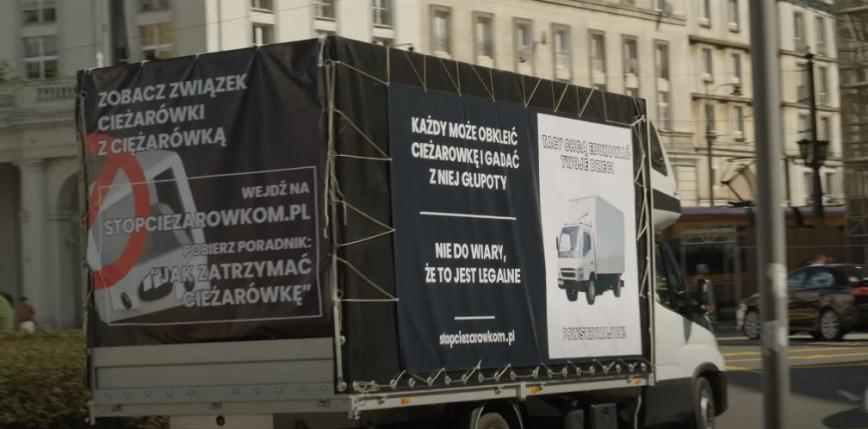 Warszawa: zakaz jazdy furgonetek z antyaborcyjnymi i homofobicznymi treściami